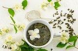 Grüner Tee mit Zutaten