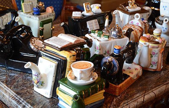 Große-Teekannen